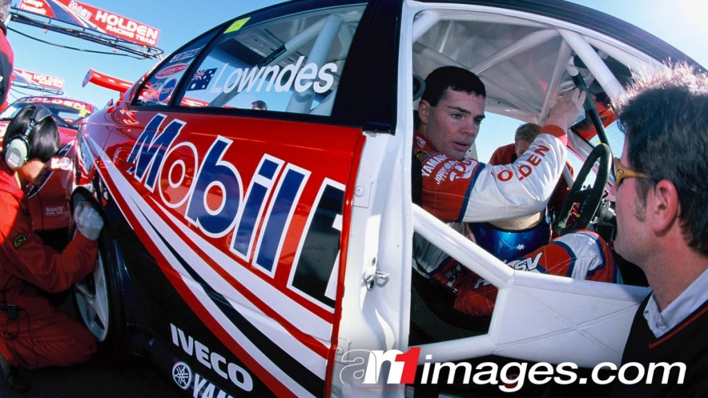 Craig Lowndes in his Holden Racing Team Commodore VT at Oran Park Raceway, 2000 Shell Championship Series, V8 Supercars