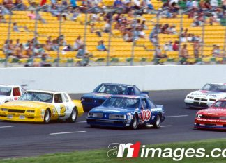 NASCARs on Calder Park Thunderdome in Christmas 500, December 1988